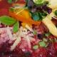 Rote Bete-Risotto mit Kürbis, Parmesan und Apfelchips